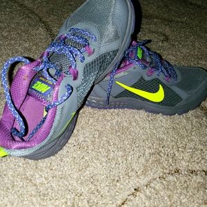 Nike Women's Wild Trail Running Shoe Grey Purple